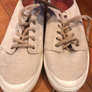 Comfortable reef sneakers brand new. Size 9
